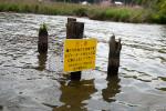 カンムリカイツブリ生息地保護の看板
