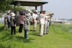 ヨシゴイ等を観察する参加者